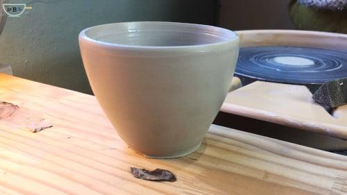 bol en argile autodurcissante fait avec un tour de potier