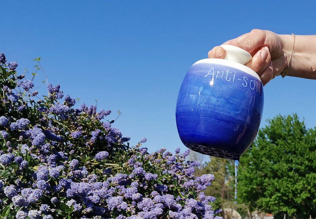 arrosoir chante-pleure émaillé en bleu