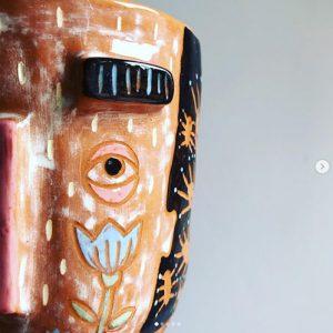 décor céramique au pinceau